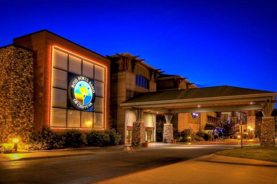 Une femme accusée d'avoir détourné 315 000 dollars au Fortune Bay Resort Casino