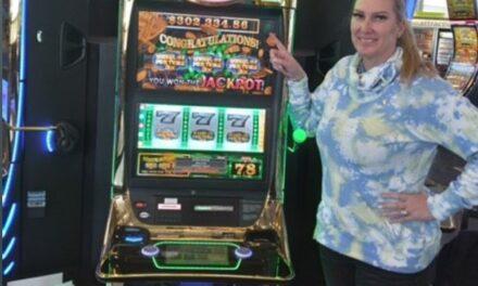 Une texane empoche un jackpot de 300 000 dollars à l'aéroport de Las Vegas