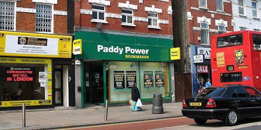Royaume-Uni : les magasins de paris sont plus nombreux dans les zones défavorisées